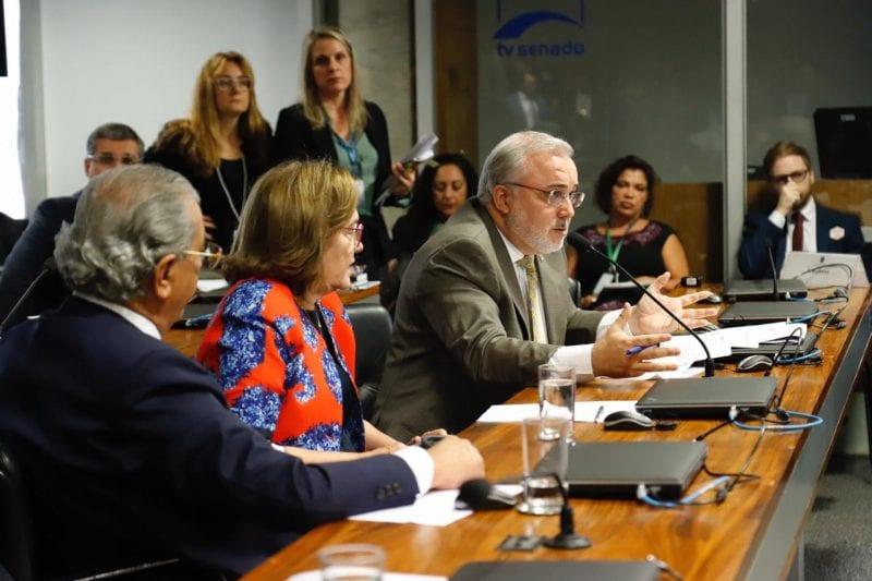 Senador Jean Paul volta criticar os preços das passagens aéreas no RN