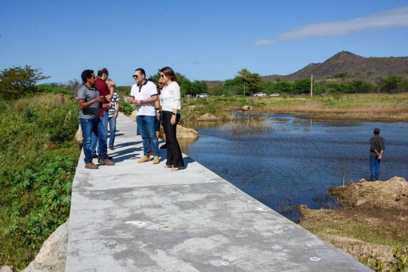 Seridó: Ezequiel visita obras em escola estadual e barragem em Currais Novos