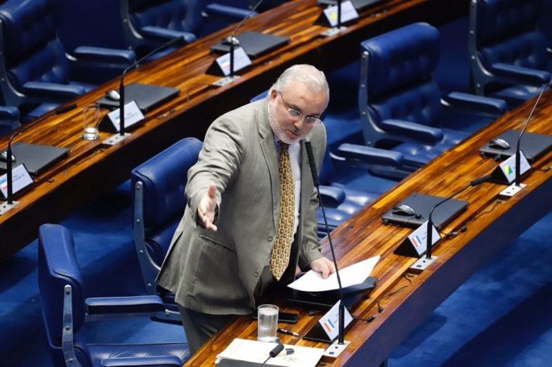 Senador Jean Paul critica política ambiental de Bolsonaro