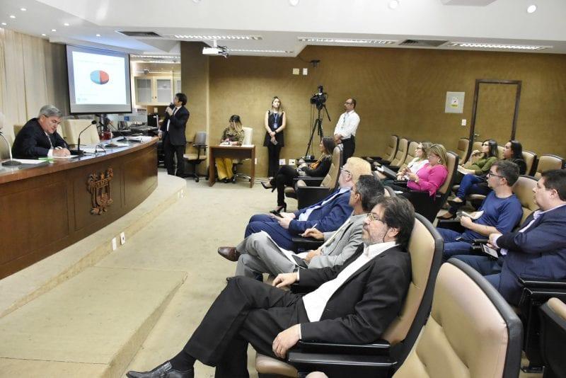 Secretário Aldemir Freire presta contas na Comissão de Finanças e Fiscalização