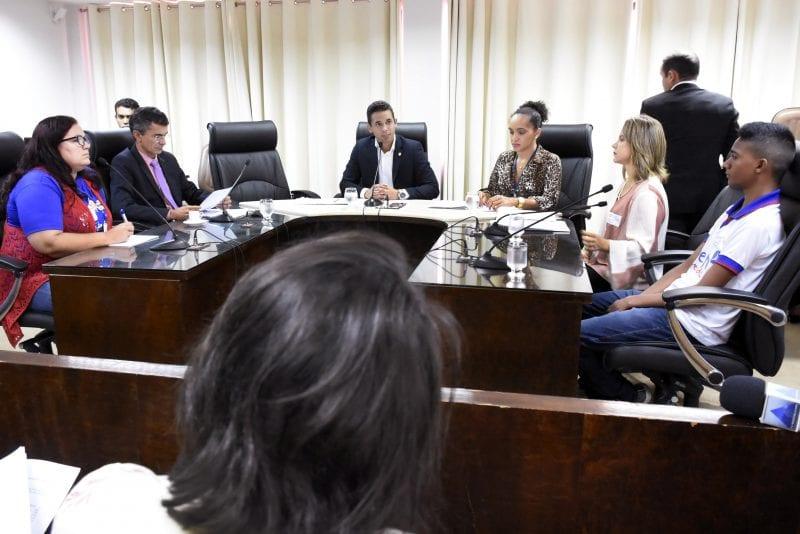 Comissão de Educação avalia revisão do Programa Aprendizagem Profissional