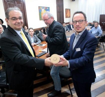Prefeito recebe comitiva alemã para discutir parcerias em áreas estratégicas