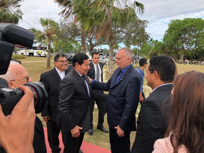 Prefeito Paulinho recebe presidente Mourão em São Gonçalo