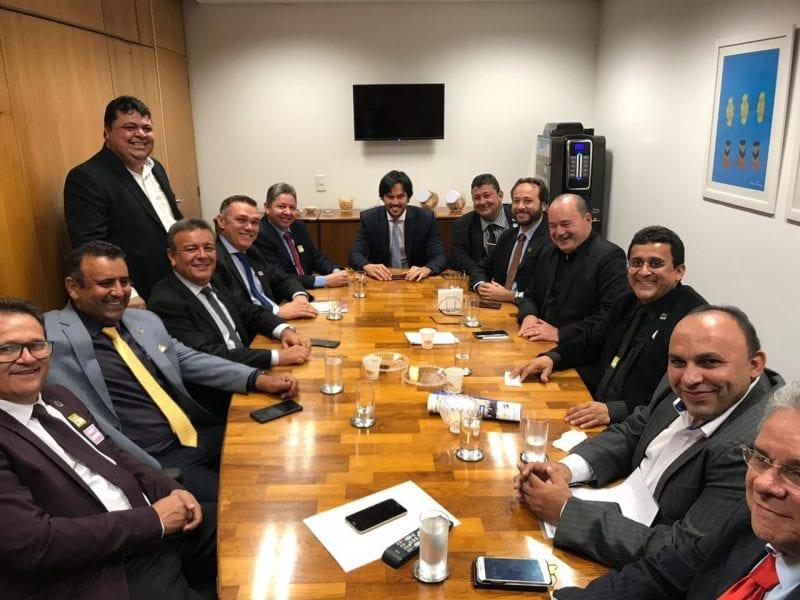 Deputado Fábio Faria recebe prefeitos com pleitos municipais