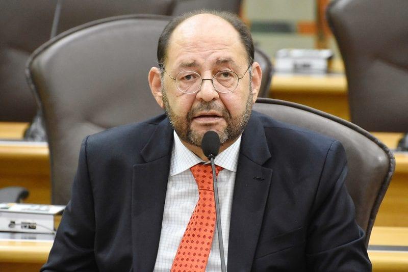 Deputado Gustavo Carvalho solicita ampliação do Programa do Leite para Caiçara