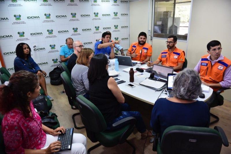 Óleo nas praias: Governo toma iniciativa e forma Gabinete coordenado pela Defesa Civil para ações de controle