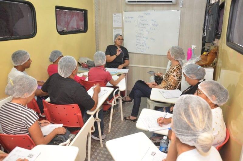 Prefeitura Municipal promove curso de doces e salgados para moradores do Amarante