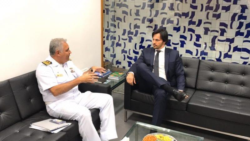 Fábio Fária recebe Comandante do Grupamento Naval do NE para tratar sobre as manchas de óleo e recursos para a Marinha