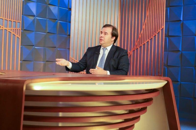 """""""Quando a gente tiver um Estado que custe menos para a sociedade, certamente o Governo terá condições de dar um aumento real"""", expõe Rodrigo Maia sobre o salário mínimo"""
