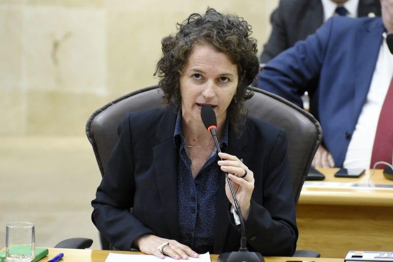 Deputada Isolda solicita campanhas ao Detran para uso consciente de capacetes no RN