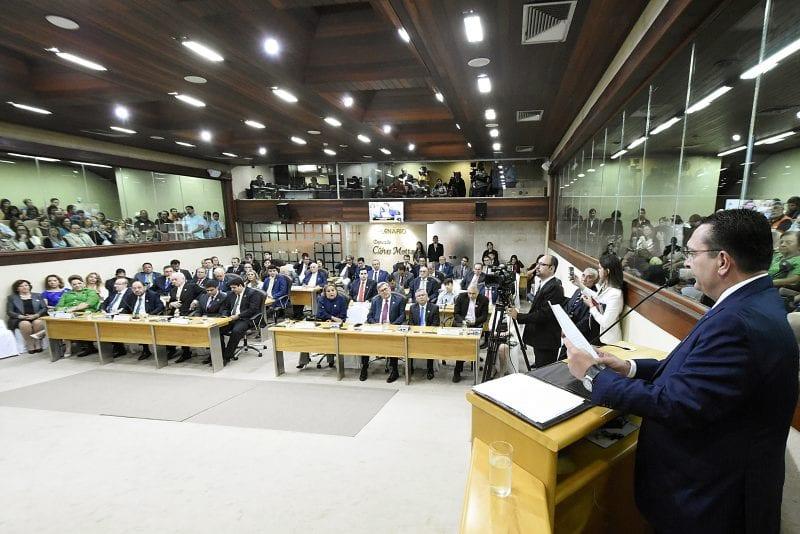 Constituintes estaduais recebem comenda Arnóbio Abreu no Legislativo Potiguar