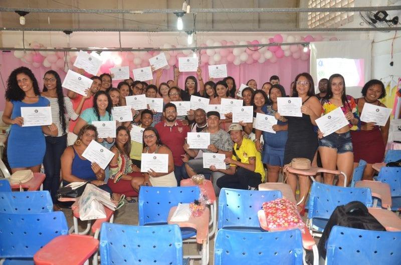 Qualificação: Prefeitura Municipal realiza entrega de certificados para alunos do curso de costura industrial