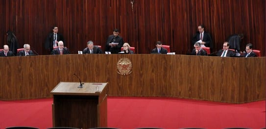 TSE aplica multa a responsáveis por propaganda eleitoral antecipada em outdoor em favor de Jair Bolsonaro
