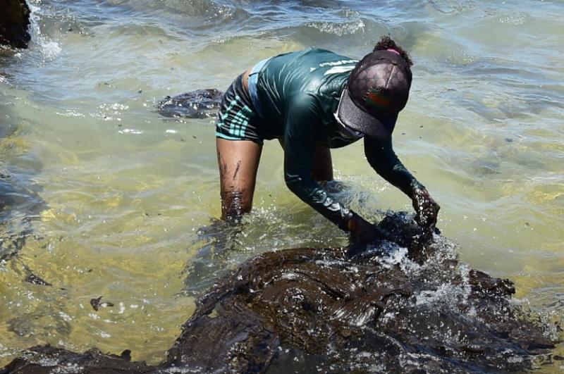 Com hipóteses falhas, apuração sobre origem do óleo trava sem suspeitos