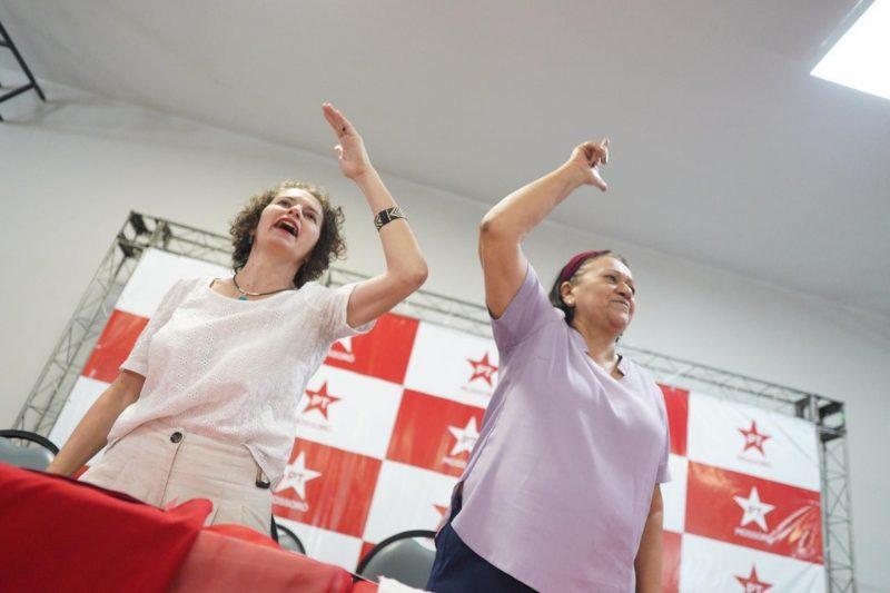 """""""Você vai ser a melhor prefeita de Mossoró"""", diz Fátima para Isolda em posse do PT"""