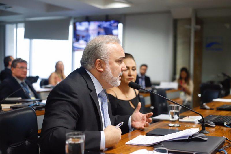 Senador Jean Paul defende criação de conselho para fiscalizar as agências reguladoras