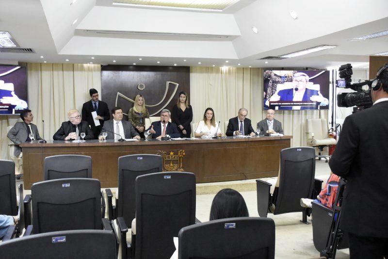 Comissão de Finanças aprova projeto para que escolas disponham de psicólogo