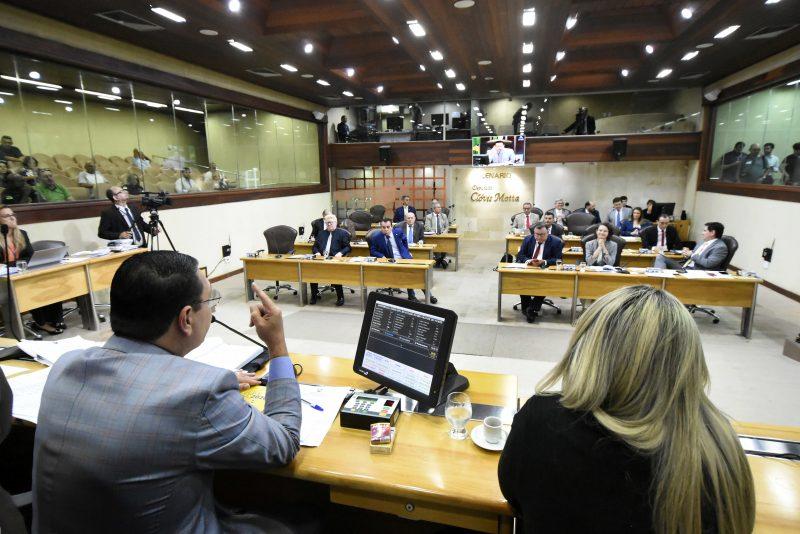 Deputados estaduais deliberam matérias na última sessão plenária de 2019