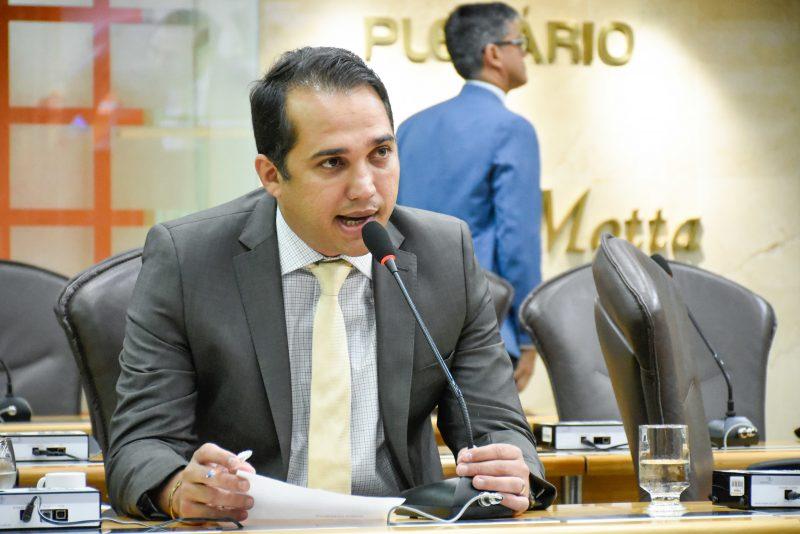 Deputado Kleber Rodrigues propõe cartilha de orientação contra crimes sexuais na internet