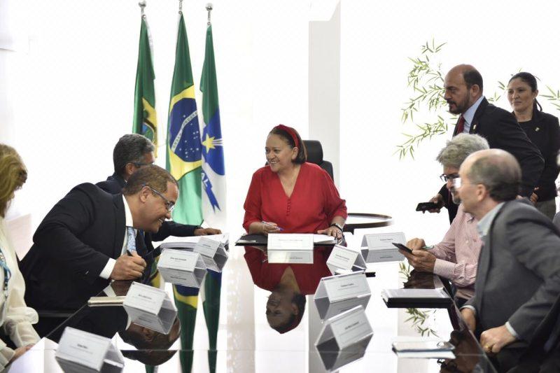 Governo assina contratos com a CEF para investir R$ 29 milhões na saúde e segurança hídrica
