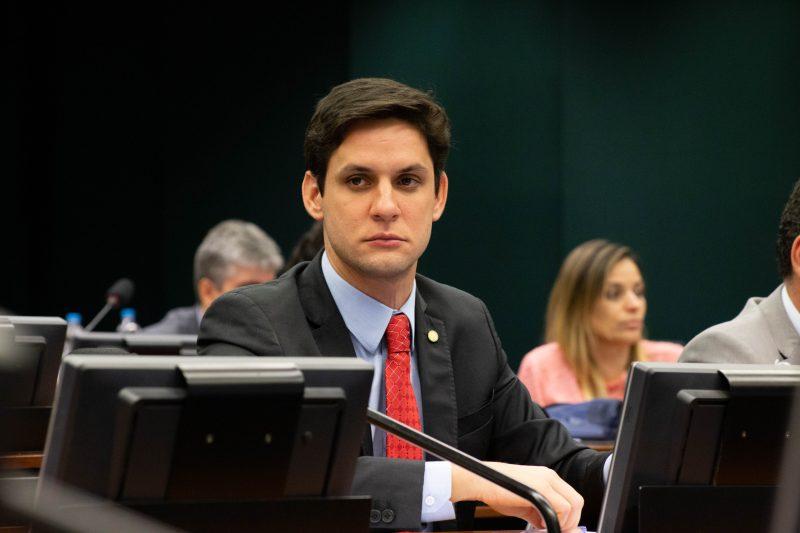 Deputado Rafael Motta sugere medida para impedir cobrança indevida da bagagem de mão