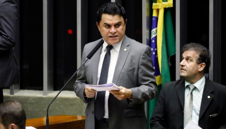 João Maia, Beto Rosado, Fábio Faria, Natália e Walter votam favoráveis a manter no cargo deputado acusado de corrupção