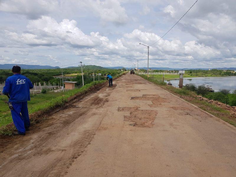 DER-RN realiza obra de conservação no acesso ao açude público de Pau dos Ferros