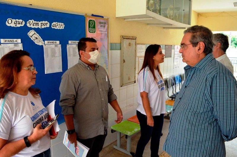 Álvaro Dias supervisiona serviços executados pela Prefeitura para proteger a população do coronavírus