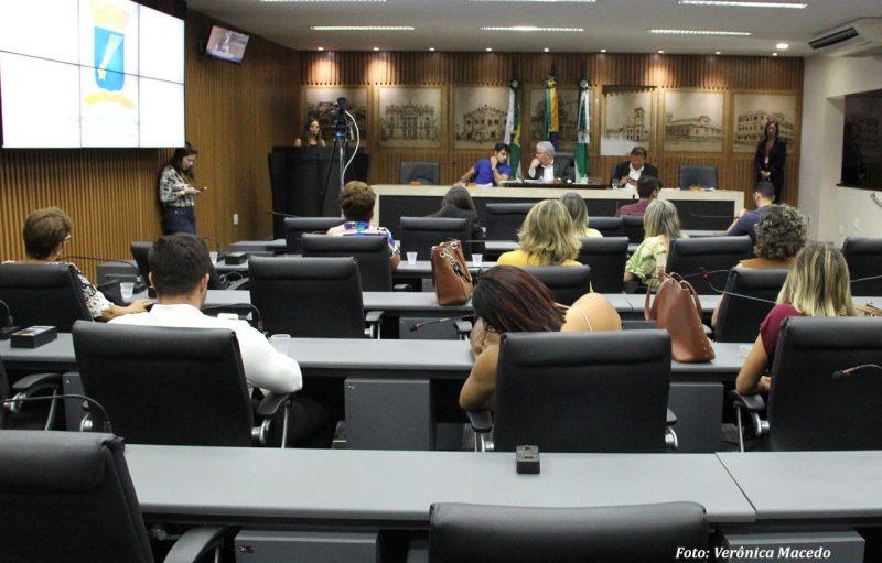 Comissão de Educação abre trabalhos com aprovação de 12 projetos