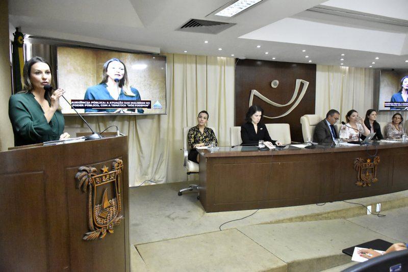 Audiência pública debate representatividade e atuação das mulheres na política