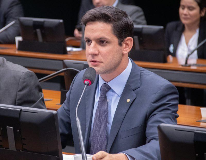Deputado Rafael Motta propõe redução dos juros do cartão de crédito e cheque especial