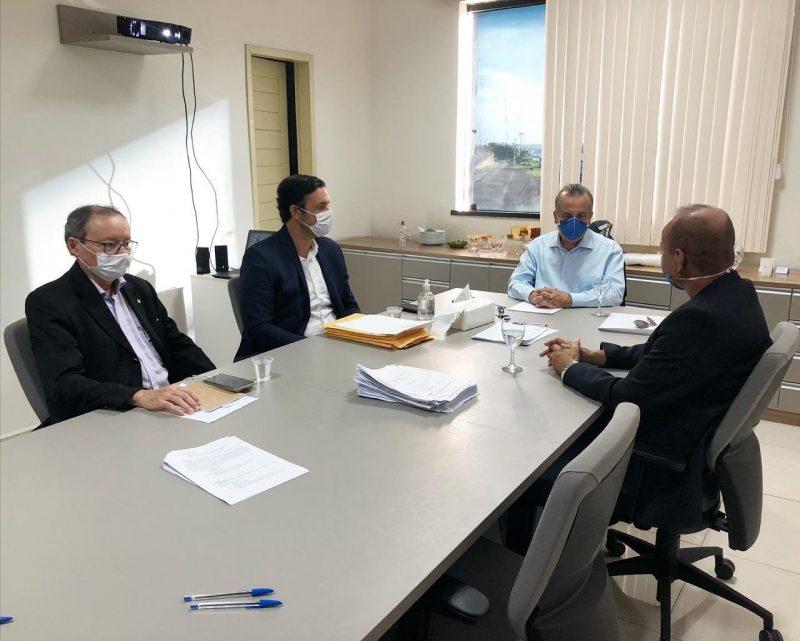 Prefeito se reúne com ministro Rogério Marinho para tratar das obras de saneamento