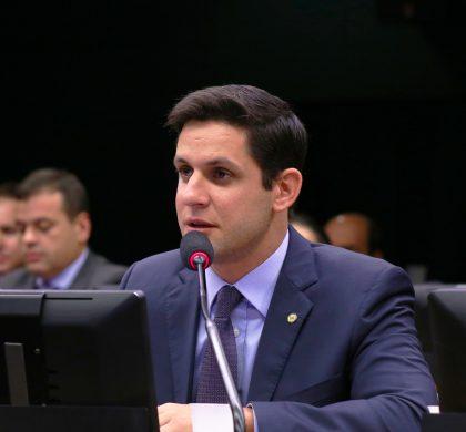 Rafael Motta pede urgência na redução dos juros do cartão de crédito e cheque especial
