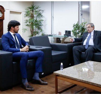 Ministro Fábio Faria recebe Álvaro Dias, em Brasília