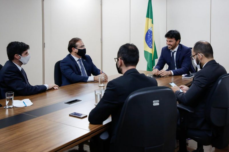 Ministro das Comunicações recebe representantes da Associação Brasileira de Provedores de Internet e Telecomunicações