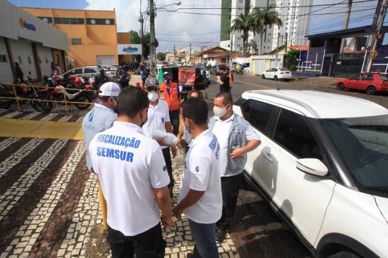 Prefeitura reforça fiscalização contra aglomerações no comércio e na orla