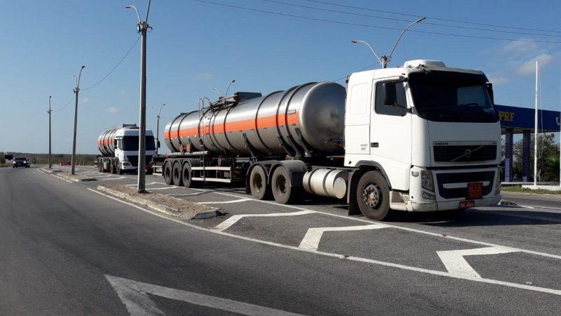 SET-RN e PRF apreendem carretas com 60 mil litros de álcool transportados de forma irregular