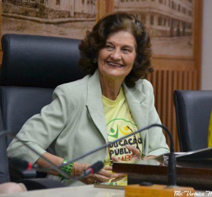 Vereadora Eleika anuncia desistência da candidatura