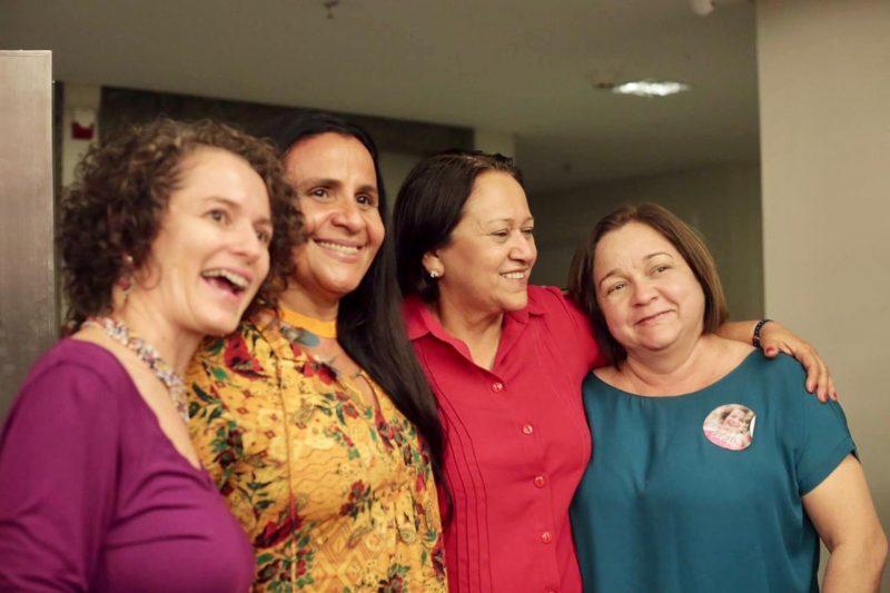 Candidata a prefeita, isolda promove encontro com educadores e defende eleições diretas